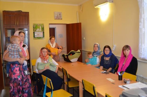 Руководитель ОЦБСС Волгодонской Епархии благословил на участие в дистанционном курсе обучения социальному служению в сфере защиты семьи, материнства и детства будущих социальных работниц